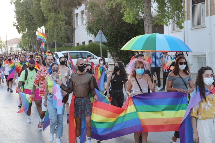 Pride Week marked   with 'rainbow chain'